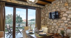 Glafki Luxury Apartments near Toroni